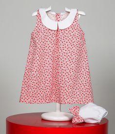 Vestido con estampado floral. Desmangado, con cuello de bebé y cubrepañal. www.chatitaonline.com