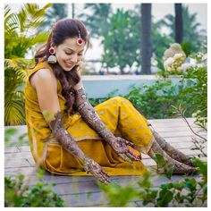Offbeat Mehendi Outfits Spotted On Real Brides Mehendi, Mehndi Outfit, Mehndi Ceremony, Beautiful Mehndi, Wedding Function, Groom Outfit, Bride Look, Trends, Bridal Lehenga