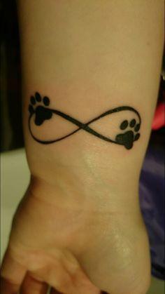 Tatouage symboles infinis avec 2 empreintes de chat Sister Tattoos, Dog Tattoos, Animal Tattoos, Body Art Tattoos, Print Tattoos, Small Tattoos, Tatoos, Tattoo Chat, Cat Tattoo
