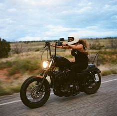 The Women's Moto Exhibit is a traveling photo exhibition documenting and promoting the new wave of modern female motorcyclists. Girl Riding Motorcycle, Motorcycle Bike, Lady Biker, Biker Girl, Harley Davidson 883, Photo Documentary, Triumph Bobber, The New Wave, Moto Style