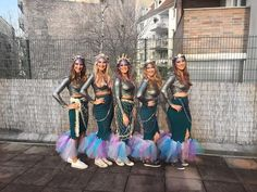 Image could contain: 5 persons, persons standing, child and outdoors - Kostüm - halloween costumes Best Group Halloween Costumes, Mermaid Halloween Costumes, Creative Costumes, Diy Costumes, Costumes For Women, Diy Mermaid Costume, Meme Costume, College Halloween Parties, Halloween Party