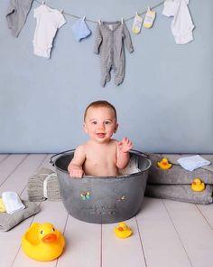 6 Month Baby Picture Ideas Boy, 3 Month Old Baby Pictures, Monthly Baby Photos, Baby Boy Pictures, Bath Photography, Newborn Baby Photography, Baby Milk Bath, Boy Bath, Baby Monat Für Monat