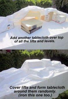 como decorar una mesa dulce con cajas y manteles