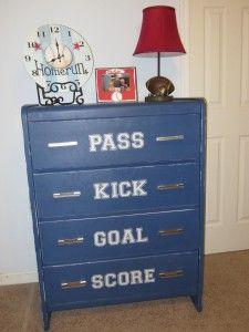 Stylish Soccer Themed Bedroom Design For Boys - Decomagz Boys Bedroom Furniture, Boys Bedroom Decor, Bedroom Themes, Bedroom Ideas, Kitchen Furniture, Boys Soccer Bedroom, Soccer Room, Play Soccer, Soccer Ball