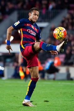 Neymar Santos Jr of FC Barcelona controls the ball during the La Liga match between FC Barcelona and Granada CF at Camp Nou on January 9, 2016 in Barcelona, Catalonia.