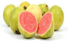 Goiaba - amo suco de goiaba, doce de goiabada e tora Romeu e Julieta. Brazilian Fruit, Vitamin C, Watermelon, Mango, Peach, Vegetables, Food, Guava Benefits, Guava Tree