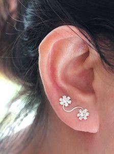 Flower Ear Climber Sterling Silver Ear Climber by JCoJewellery Ear Jewelry, Cute Jewelry, Jewelry Accessories, Jewelry Design, Cute Earrings, Flower Earrings, Etsy Earrings, Cheap Fashion Jewelry, Diy Schmuck