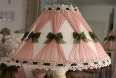(RÉSERVÉ)COMMANDE SPECIALE ENSEMBLE PETITE LAMPE RAT DE CAVE ET ABATS JOUR SHABBY CHIC : Luminaires par fatipatine