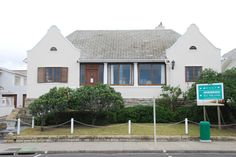 House of Sir Herbert Baker - part of the Edwardian homes in Beach Rd facing the sea - modest single-storey house that Baker designed for himself in 1899. It is built in plaster finish on a stone plinth round an atrium (now covered), and two simple 'Dutch' gables mark either end of the whitewashed facade. The house in recent years accommodated The Joan St Leger Lindbergh Arts Foundation; it now forms part of The St Leger Retirement Hotel - cnr of Beach Road & Baker Road. #HerbertBaker… Edwardian Architecture, Property Investor, Beach Road, Beaches In The World, Most Beautiful Beaches, Coastal Homes, Atrium, Cape Town, South Africa