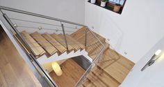 Holzstufen Massiv Eiche auf Betontreppe mit Stahl und Metall Geländer Treppenbau