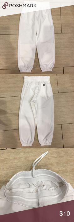 Athletic white sports pants Athletic white sports pants has an elastic and drawstring waist elastic at the bottom's one back pocket. Don Alleson Athletics Costumes Seasonal