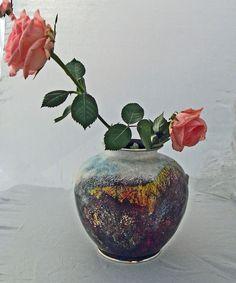 Vase, Japan 1980; Email gestreut, gemalt, ca 15 cm hoch, matt geschliffen,