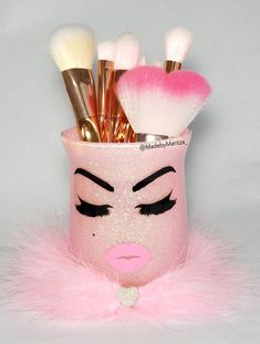 Your place to buy and sell all things handmade - Glass Makeup brush holder cup. (Makeup brushes not included) Made with chunky light pink or chunky - Glitter Makeup Tutorial, Glitter Makeup Looks, Make Makeup, Pink Makeup, Diy Makeup Decor, Festival Coachella, Rose Brillant, Fee Du Logis, Natural Lipstick