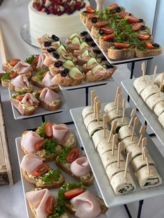 Party Food Buffet, Party Food Platters, Appetizers For Party, Appetizer Recipes, Reception Food, Food Displays, Brunch Party, Appetisers, Catering
