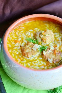Chicken Meatball & Orzo Hearty Soup - A delicious twist on a classic Chicken Noodle recipe, but this particular one has much more flavor and it's much more fun! It's a delicious soup made with chicken meatballs, veggies, and orzo pasta. Crockpot Recipes, Soup Recipes, Dinner Recipes, Cooking Recipes, Healthy Recipes, Orzo Soup, Quinoa Soup, Chicken Meatballs, Meatballs 4