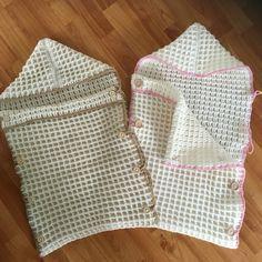 Trappelzak voor boy & girl.  Patroon te vinden  http://diy.zeeman.com/nl-NL/knutsels/5935/baby-trappelzak-