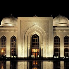 Discover how iGuzzini enhances cultural places, galleries, stores and hotels through the subtlety of innovative lighting and creative design. Classic House Design, Modern Villa Design, Mosque Architecture, Neoclassical Architecture, Beautiful Architecture, Architecture Details, Futuristic Architecture, Facade Lighting, Beautiful Mosques