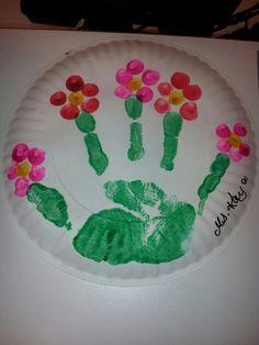 paper plate handprint flower #spring #kids #crafts