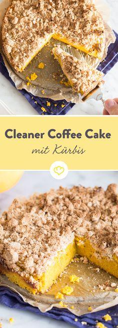 Wir lieben Coffee Cake! Vor allem wenn er mit Kürbispüree, Mandel- und Kokosmehl gemacht ist. Und damit in die Reihe Clean Baking fällt.