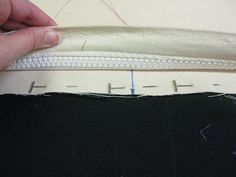The Quilt Rambler: Attaching Zippers to Longarm Leaders Handi Quilter, Quilting Frames, Machine Quilting, Zippers, Zip Around Wallet, Quilts, Note, Sewing, Arm