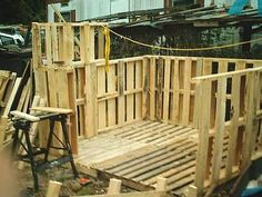 Building a Wood Shed from recycled wooden pallets, Building with pallets Building A Wood Shed, Pallet Building, Pallet Shed Plans, Shed From Pallets, What Is A Conservatory, Cool Sheds, Pallet House, Backyard Sheds, Shed Design