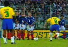 Roberto Carlos 21 Of The Most Mesmerising Football Gifs Of All Time Brazil Football Team, Neymar Football, Football Gif, Football Stuff, Soccer Gifs, Basketball Memes, Play Soccer, Fifa, Beste Gif