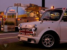 Wide Arched Wednesday MINI IN THE DARK time is a beautiful Flag Waving Body Kitted Mini paying a visit to a BBQ trailer. I'll have a Pulled Pork cob please! Or maybe the BBQ Chillie Cheese Burger! oh you get the idea! Mini Cooper 2017, Classic Mini, Wednesday, Cheese Burger, Flag, Mini Stuff, Mini Coopers, Cob, Pulled Pork