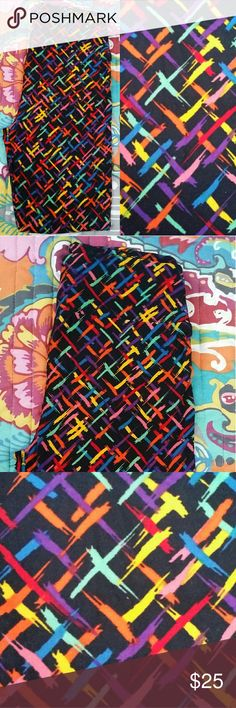 NWT LuLaRoe OS Leggings BNWT LuLaRoe OS Leggings. This specific pair was made in China. These come from a smoke free and pet free home! LuLaRoe Pants Leggings