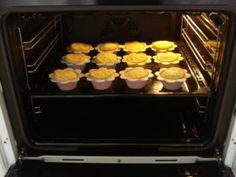 Queques de Fuba (Farinha de Mandioca) - Divina Culinária Griddles, Griddle Pan, Oven, Manioc Flour, Recipes, Cooking, Grill Pan, Ovens