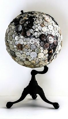 Black and white buttons glued to globe. Stand is painted black. Dishfunctional Designs: Global Recycling: Old Globes Upcycle. Diy Buttons, Vintage Buttons, Fun Crafts, Diy And Crafts, Arts And Crafts, Upcycled Crafts, Beach Crafts, Rock Crafts, Wooden Crafts