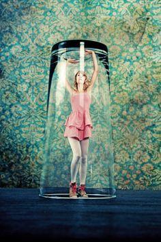 Flora Borsi y la fotografía de lo físicamente imposible