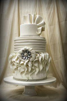 PRETTY WEDDING CAKE! Lady Gaga