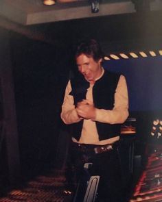 "desdealgunlugardelsur: ""Rare picture of Harrison Ford on the set of Return of the Jedi (pic from "" Harrison Ford Han Solo, Star Wars Cast, Han And Leia, Star Tours, Movie Info, Star Wars Costumes, Star Wars Episodes, Long Time Ago, Reaction Pictures"