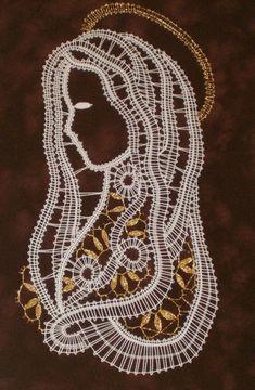 Image Madonna, Bruges Lace, Scrap Quilt Patterns, Lace Heart, Lace Jewelry, Lace Making, Bobbin Lace, Filet Crochet, String Art