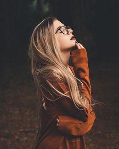 Images and videos of fashion - Moody portrait photography model blond - Pose Portrait, Portrait Photography Poses, Photography Poses Women, Autumn Photography, Tumblr Photography, Creative Photography, Photography Studios, Inspiring Photography, Photography Tutorials