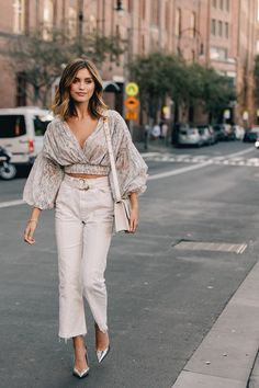 Der beste Street Style der Sydney Fashion Week – S t y l e. – The Best Street Style of Sydney Fashion Week – S t y l e. 2020 Fashion Trends, Fashion Mode, Vogue Fashion, Look Fashion, Womens Fashion, Feminine Fashion, Best Fashion, Cool Fashion Style, Fashion Style Women
