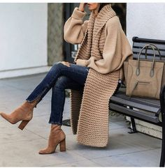 OOTD casual and cozy - Fashion Ideas Fashion Over 40, Fashion 2020, Look Fashion, Fashion Coat, Fashion Images, Fashion Fashion, Fashion Trends, Mode Outfits, Fashion Outfits