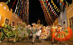 Quadrilha de São João nas festas juninas e julinas no Brasil.