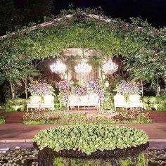Rangkaian dekorasi pernikahan Ammir & Andrea  #ceritaammirandrea  @ammirgita @mirandandrea  Venue : @plataranresorts  Tema : #secredgarden Pelaminan : custom Tone bunga : pastel WO : @aritulang_official  Lighting : @multilighting  #azkaanggunart #decorationplanner #weddingdecoration #asmarandana #flowerarrangement #freshflower #gardenparty #outdoorwedding #platarancilandak #weddingvenue #weddingplanner #weddingorganizer #sacredgarden #thebridedept #weddingku #indonesianwedding #ethnic