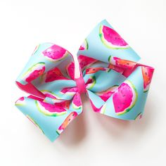 Looking for DIY arts and crafts guidance? We offer tips and tutorials for creating bows and unique designs to better accessorize clothing, gifts, and home decor. Diy Hair Bows, Diy Bow, Boutique Bow Tutorial, Little Girl Crafts, Hair Bow Tutorial, Ribbon Sculpture, Craft Tutorials, Craft Projects, Craft Ideas