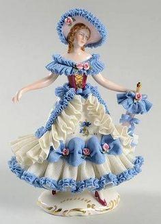 Dresden,Lady With Blue Parasol. Porcelain Dolls Value, Fine Porcelain, Porcelain Ceramics, Painted Porcelain, Glass Figurines, Collectible Figurines, Dresden Dolls, Dresden Porcelain, Half Dolls