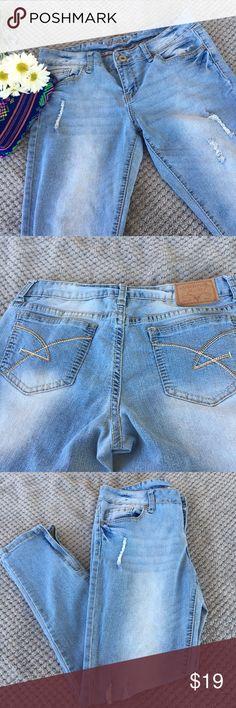 ⭐️HP⭐️ Amethysts mom jeans Very comfortable mom jeans./ Pantalones de mezclilla muy cómodos. No aprietan y tienen cierre que comienza antes de llegar al tobillo. Amethyst Jeans Jeans Ankle & Cropped