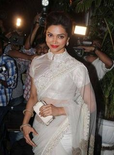 Deepika Padukone Picture Gallery image # 213489 at Sanjay Leela Bhansali Birthday Bash containing well categorized pictures,photos,pics and images. Blouse Designs High Neck, Sari Blouse Designs, Indian Dresses, Indian Outfits, Indian Clothes, High Neck Saree Blouse, Collar Blouse, Deepika Padukone Saree, Aishwarya Rai