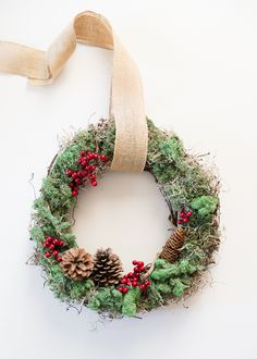 Christmas Wreath - See more stunning DIY Chrsitmas Wreath ideas at DIYChristmasDecorations.net!