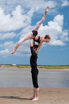 ballet or tandem surfing Acro Dance, Partner Dance, Dance Art, Dance Moves, Dance Like No One Is Watching, Just Dance, Modern Dance, Dance Photos, Dance Pictures