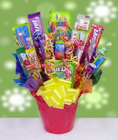 Candy Bouquet Gifts Forget flowers, instead send your friends and family one of these sweet bouquets instead. Loaded with yummy candy favorites, they're sure to be much more welcome than dying flowers. Candy Bouquet Diy, Gift Bouquet, Homemade Bouquet, 21st Birthday Cakes, Birthday Candy, Birthday Stuff, Best Candy, Favorite Candy, Homemade Gifts