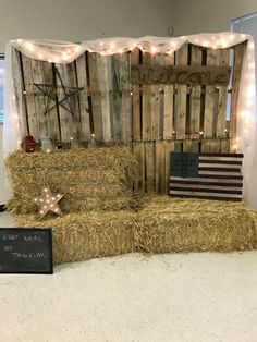 Pallet backdrop for a rustic nortjday photo booth