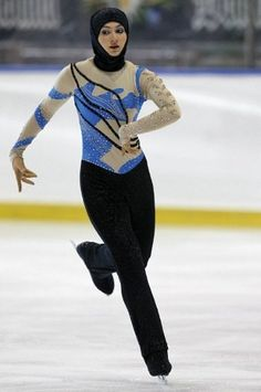 Emirati teen Zahra Lari made figure skating history. The not only became the first figure skater from the Gulf to compete in an international competition but the first to do so wearing the hijab, an Islamic headscarf. Beautiful Figure, Beautiful People, Beautiful Things, Sports Hijab, Islam Women, We Are The World, Muslim Girls, Figure Skating, Ice Skating