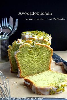 Avocadokuchen mit Limettenguss und Pistazien Für LowCarb mit Kokosmehl & Xucker… Avocado cake with lime and pistachio Try Low Carb with coconut flour and Xucker ! Avocado Cake, Avocado Dessert, Avocado Salad, Avocado Smoothie, Baking Recipes, Cake Recipes, Dessert Recipes, Lemon Desserts, Recipes Dinner