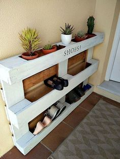 Ideas Pallet diy easy pallet shoe rack, diy, pallet, storage ideas - We built a custom DIY shoe rack for our garage. It's made from plywood and poplar using brad nails and pocket screws. The finish coat is just a basic semi-gloss… Diy Pallet Projects, Furniture Projects, Home Projects, Diy Furniture, Recycled Furniture, Outdoor Furniture, Easy Projects, Recycled Home Decor, Homemade Furniture